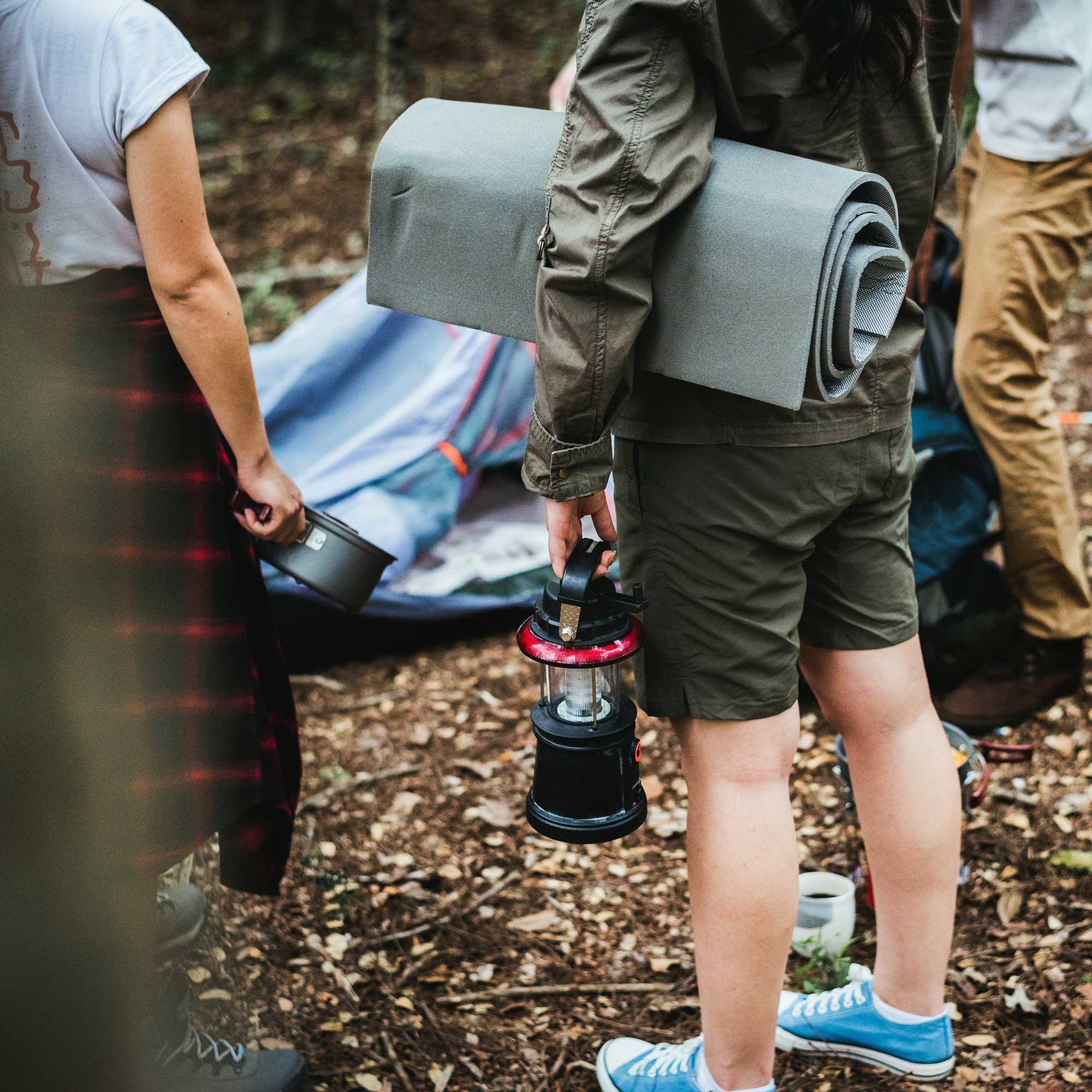 camping-campsite-friends-1266009_pexels